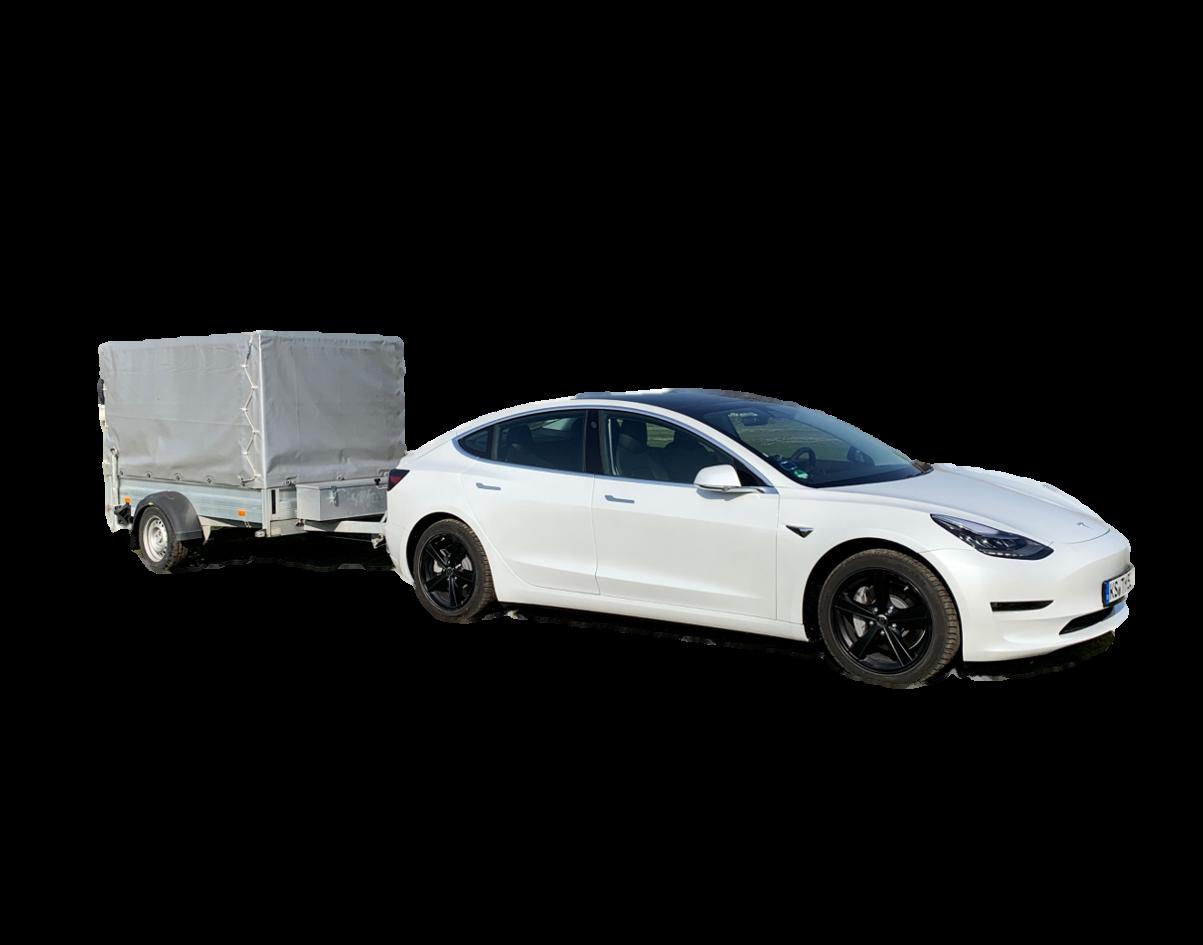 Tesla-Model-3-und-Anhänger-freigestellt