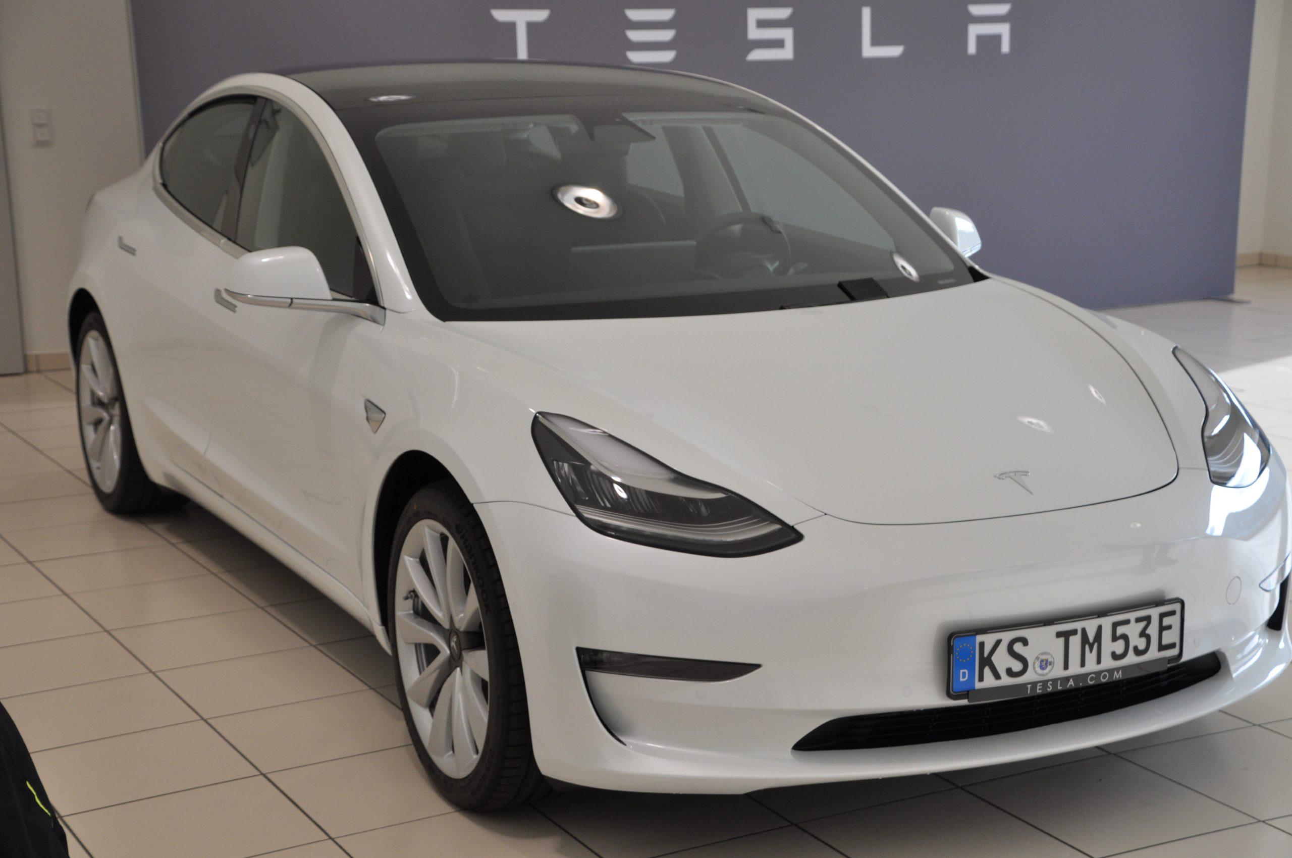 Tesla-Model3-LR